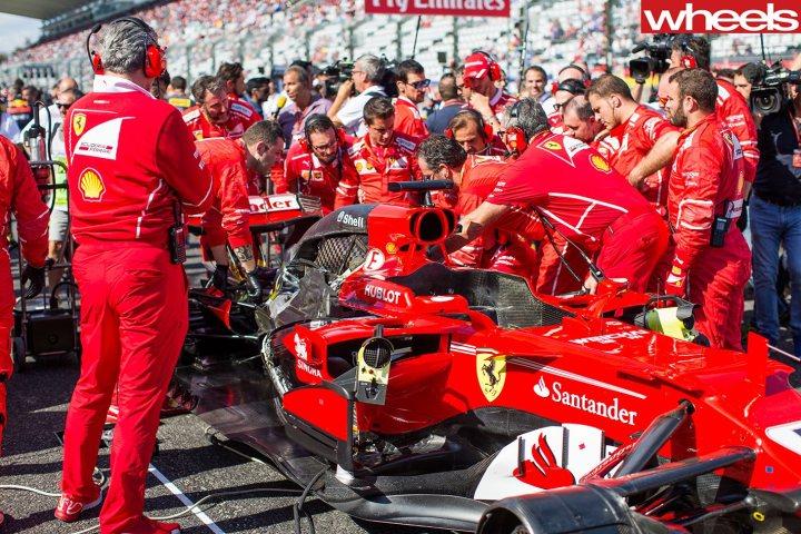 Lewis-Hamilton-wins-2017-F1-Japan-Grand-Prix-(1)_Vettel-spark-plug.jpg